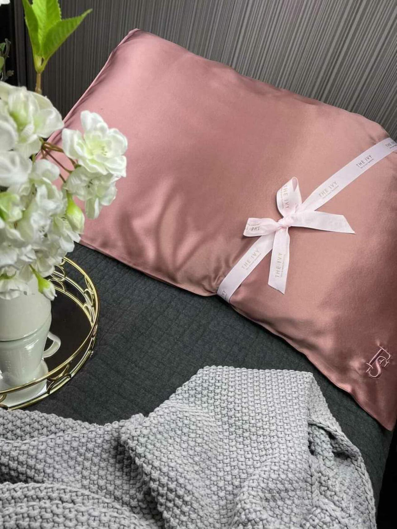 The Ivy Signature Silk Pillow Case